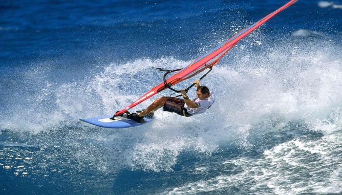 Lướt ván buồm