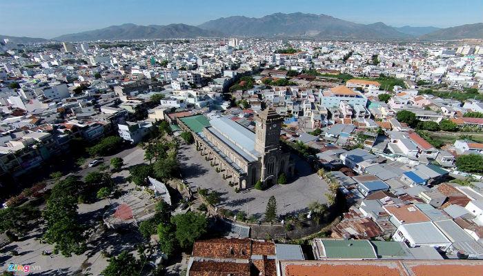Toàn cảnh nhà thờ Đá từ trên cao