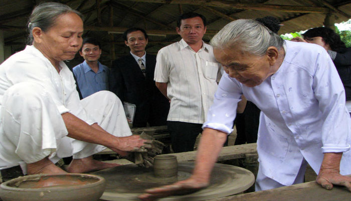 Làng nghề Gốm Huế