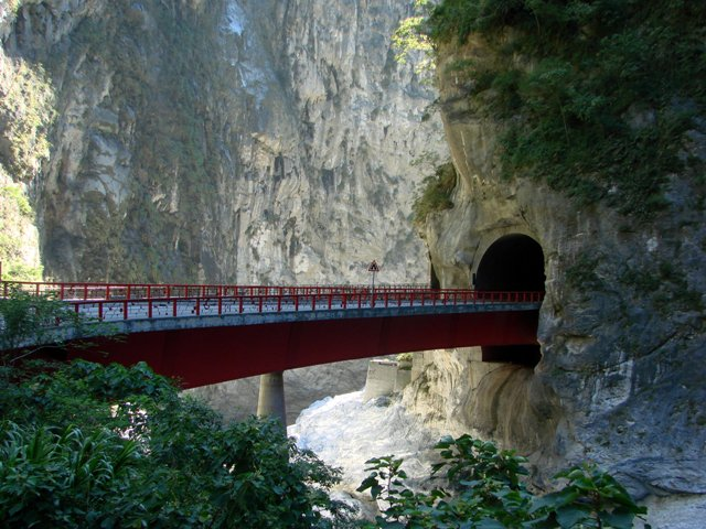 Hướng dẫn đi du lịch núi đá cẩm thạch Taroko Gorge