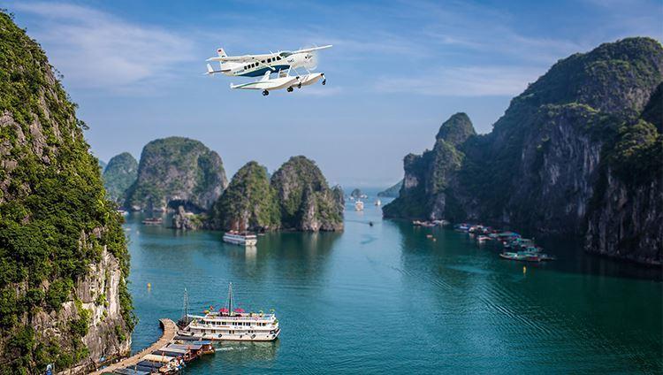 """Vịnh Hạ Long xinh đẹp đến """"nghẹt thở"""" với góc nhìn từ thủy phi cơ"""