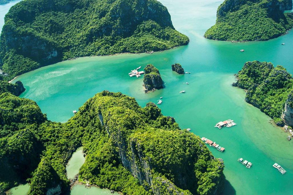 Vịnh Hạ Long hiện có 1969 hòn đảo đá vôi lớn nhỏ và được UNESCO công nhận là một trong 7 kỳ quan thiên nhiên của thế giới