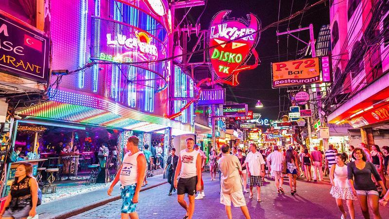 """""""Thành phố ma quỷ"""" Pattaya sôi động về đêm"""