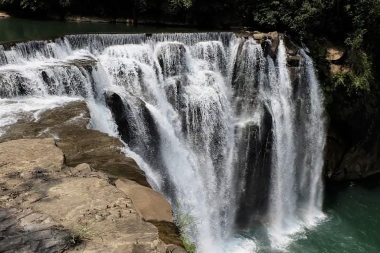 Thác nước Shifen water fall thơ mộng