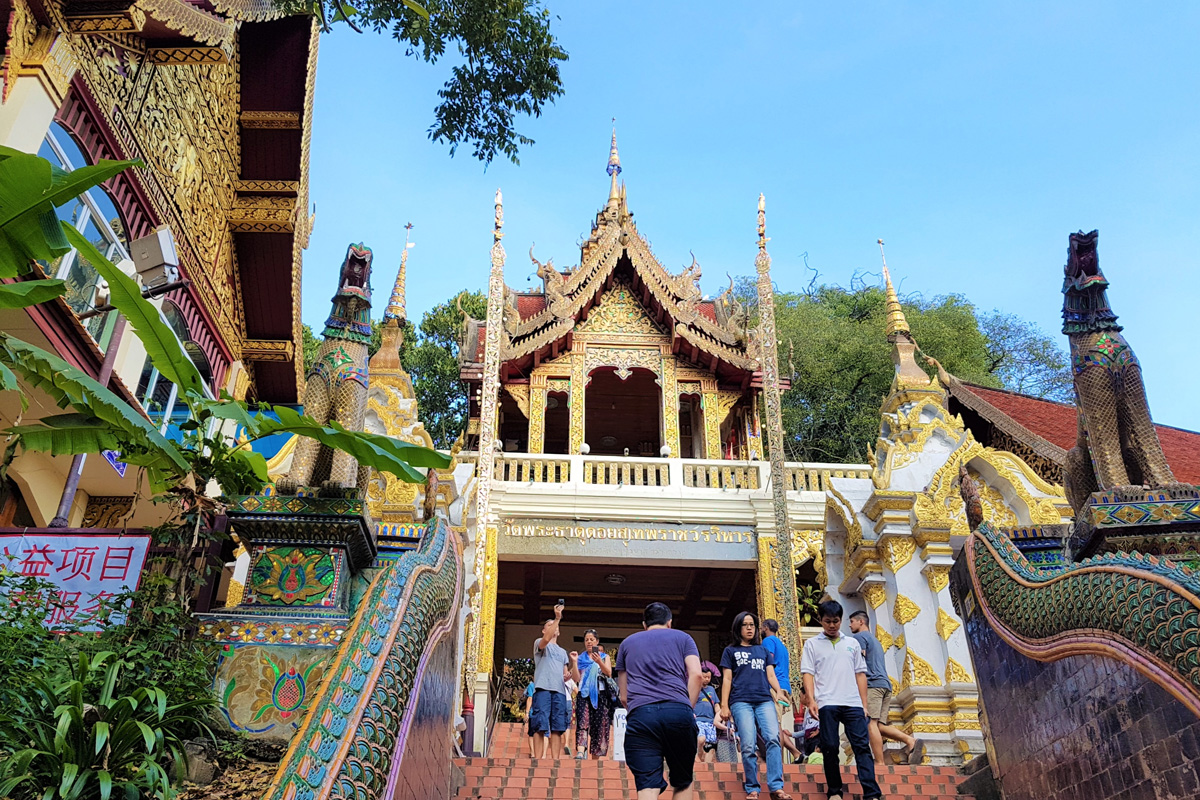 Chắc chắn du khách sẽ cảm thấy nhẹ nhàng khi đặt chân lên đến chùa Doi Suthep