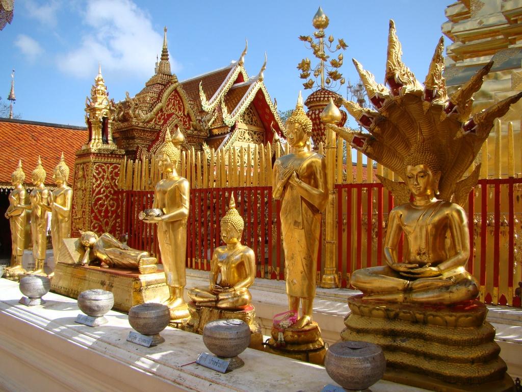 Những bức tượng Phật được trạm khắc rất tinh xảo