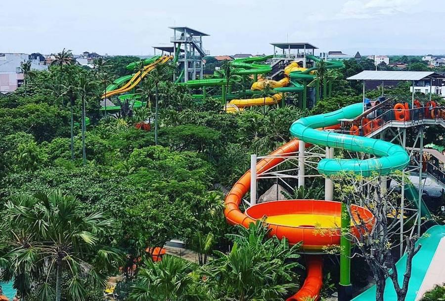 Khuôn viên rộng rãi mang đến nhiều sự trải nghiệm cho du khách