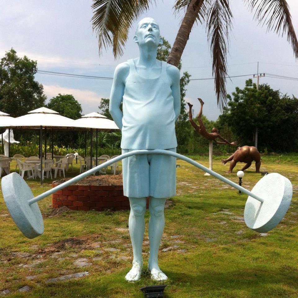 Một bức tượng sẽ cần du khách có sự liên tưởng để có thể hiểu được ý nghĩa