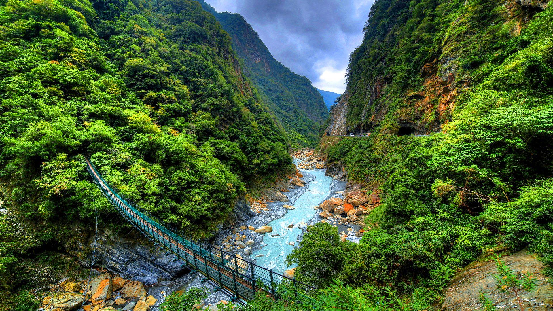 Khung cảnh sơn thủy hữu tình của công viên quốc giá Taroko