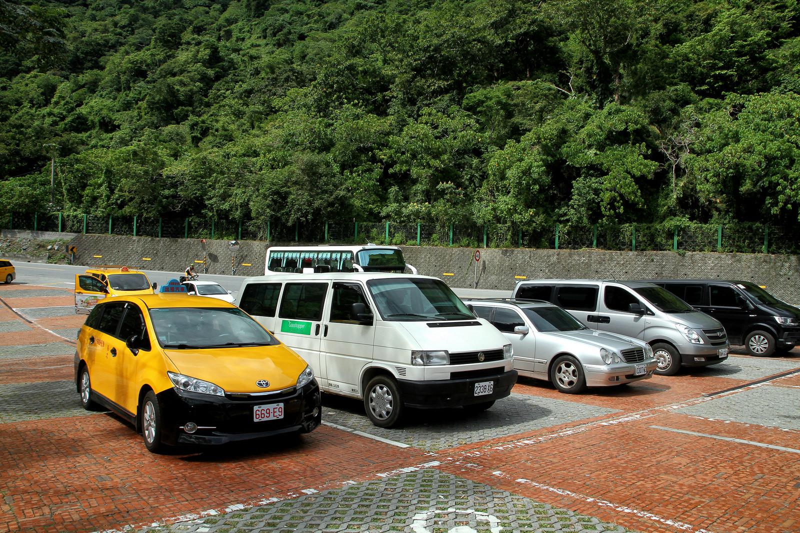 Nếu đi đoàn đông thì hãy thuê xe để khám phá Taroko trọn vẹn hơn