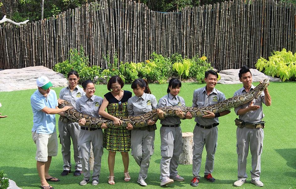 Du khách sẽ được giao lưu, chụp ảnh với loài vật sau show diễn