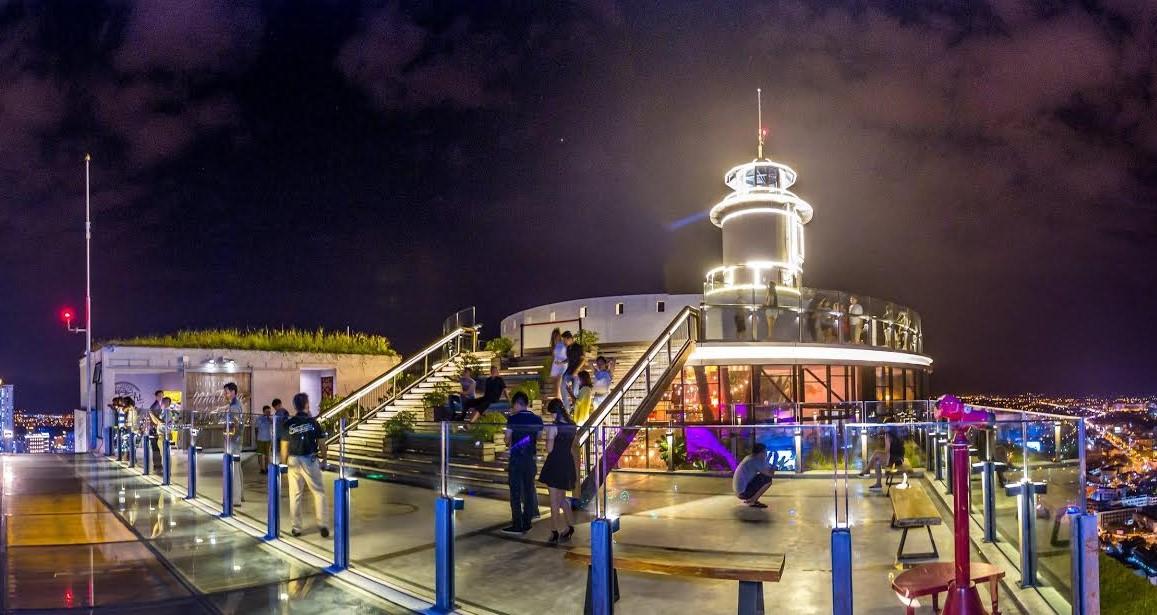 Khu vực Lighthouse chỉ phục vụ du khách đến 14h, buổi tối du khách chỉ có thể chụp ảnh cùng ngọn hải đăng lung linh ánh đèn