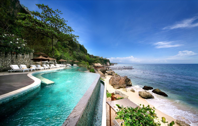Vịnh Jimbaran nổi tiếng với những khu nghỉ dưỡng đẳng cấp