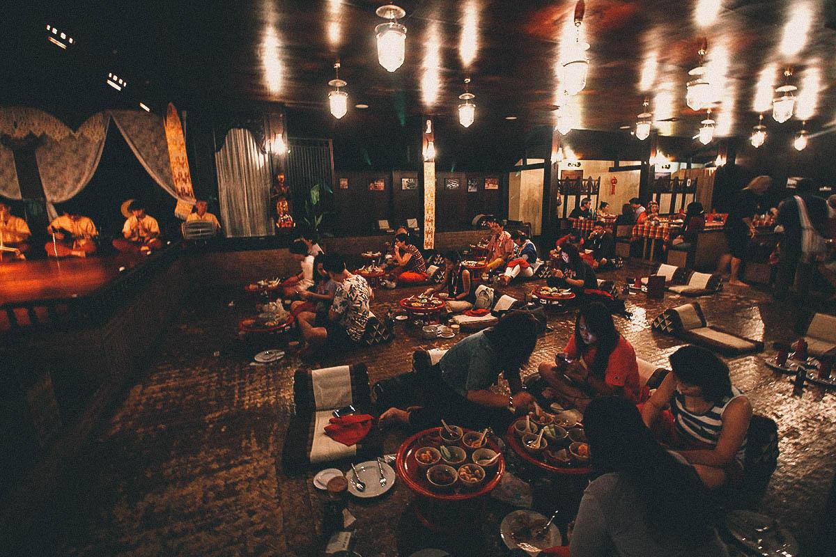 Không gian ẩm thực, văn hóa cổ kính mang đến cảm giác mới lạ cho du khách