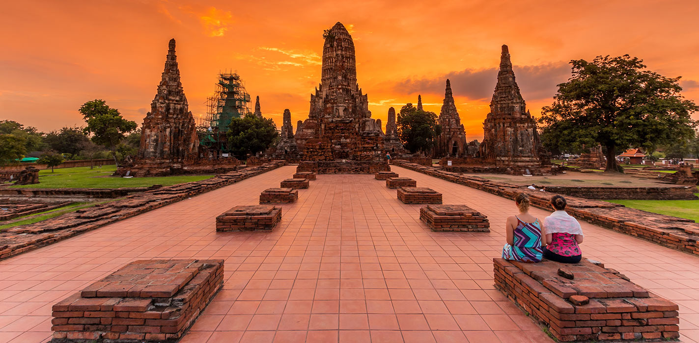 Wat Ratchaburana lãng mạn, huyền ảo trong ánh hoàng hôn