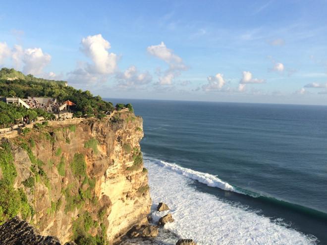 Ngắm cảnh biển từ trên cao của đền Uluwatu
