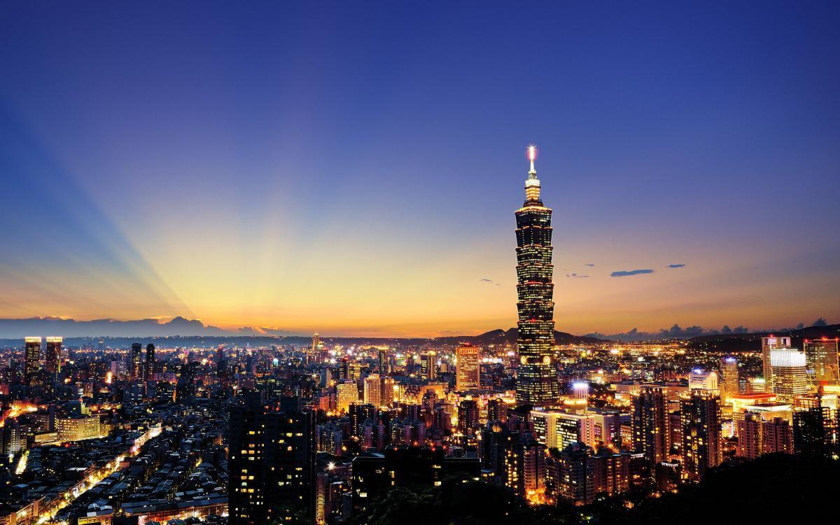 Ngắm nhìn Cao Hùng từ trên cao khi hoàng hôn buông xuống là trải nghiệm khó quên của du khách