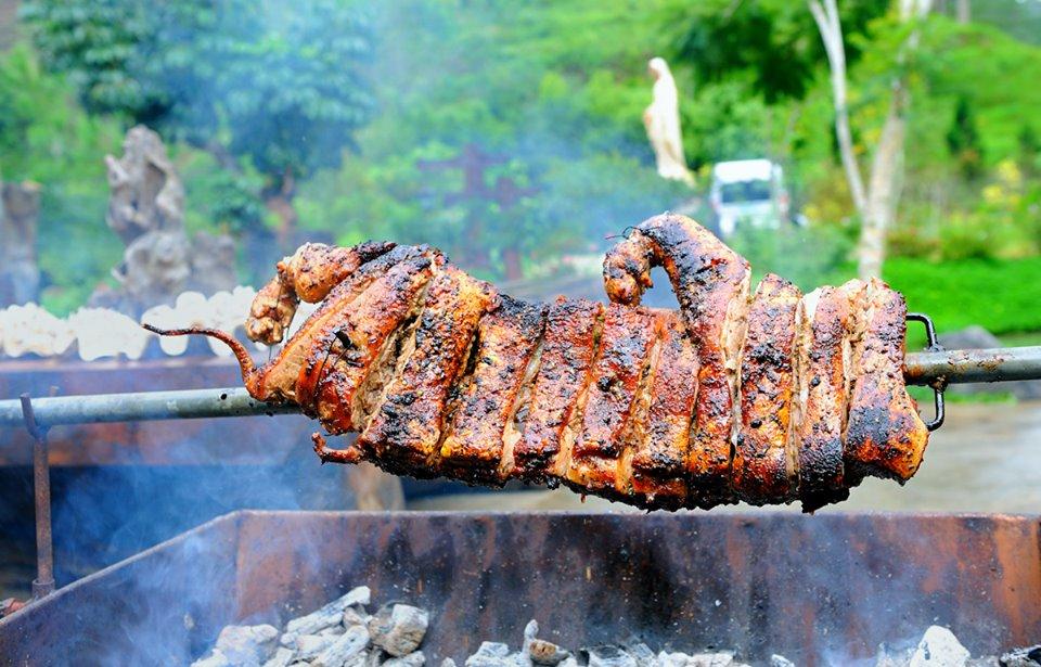 Bữa trưa với thịt rừng sẽ tiếp sức cho chặng đường phía trước của bạn