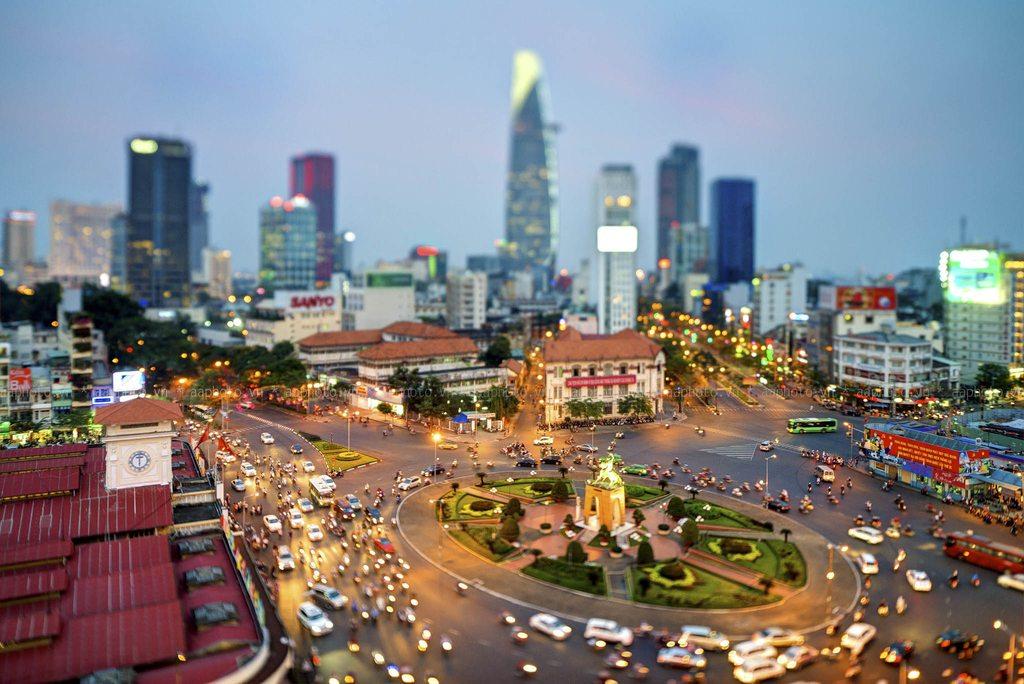 Đường phố Sài Gòn giờ tan tầm