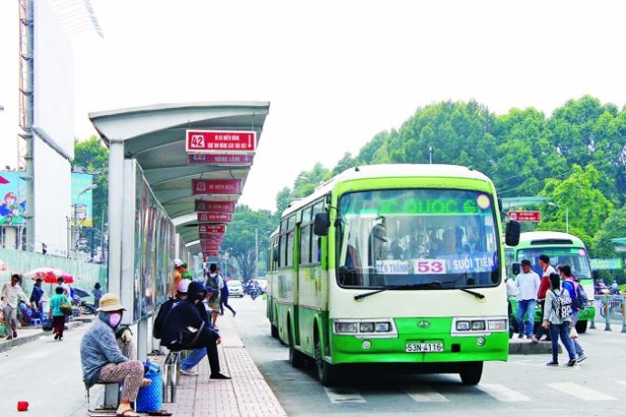 Dù bạn có ngồi trong trạm thì cũng phải vẫy thì xe bus Sài Gòn mới dừng