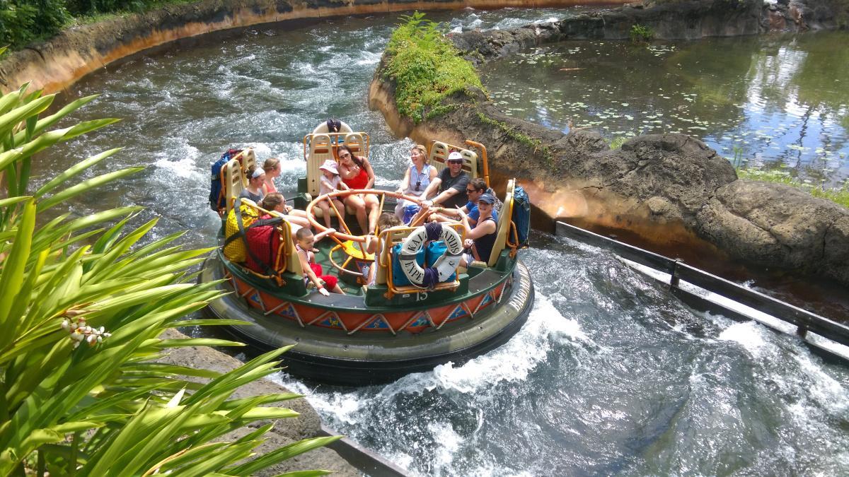 Big Canyon Rapids sẽ khiến bạn thích thú với những khoảnh khắc xoay vòng vòng