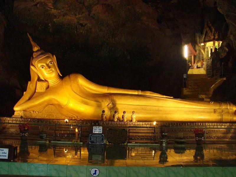 Bức tượng Phật này dài 46 m, cao 15 m và được phủ vàng toàn bộ