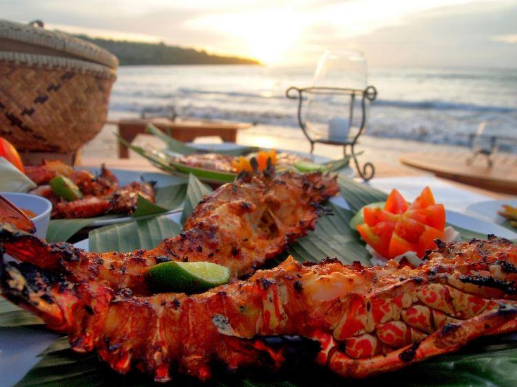 Đồ ăn ngon, cảnh biển đẹp sẽ làm lên một bữa tối lãng mạn
