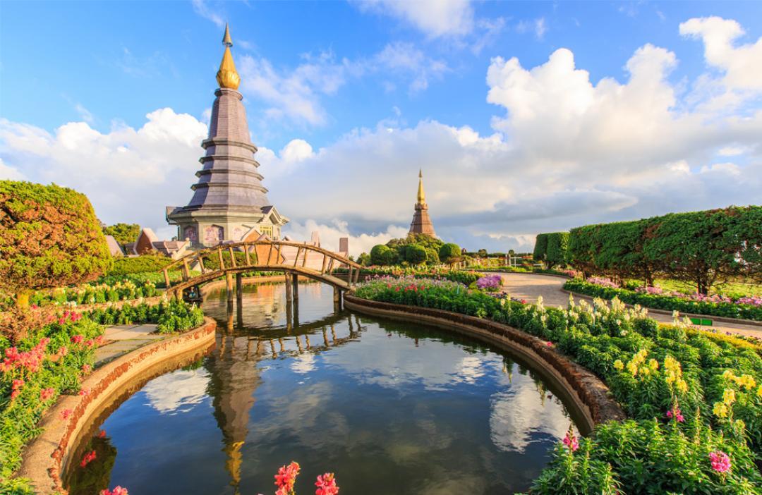 2 ngọn tháp biểu trưng cho văn hóa Phật Pháp ở Chiang Mai