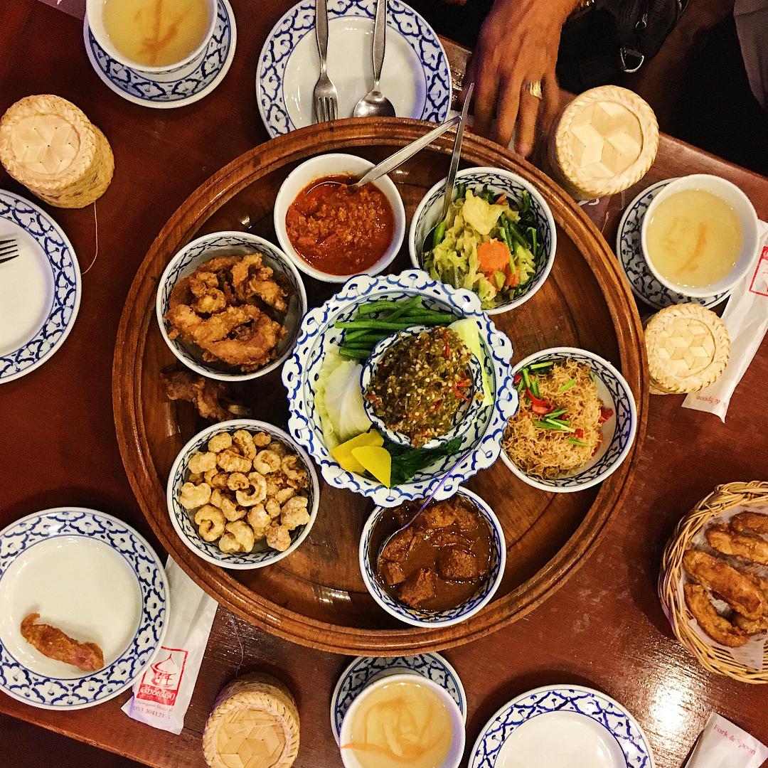Một bữa ăn theo phong cách hoàng gia Lana