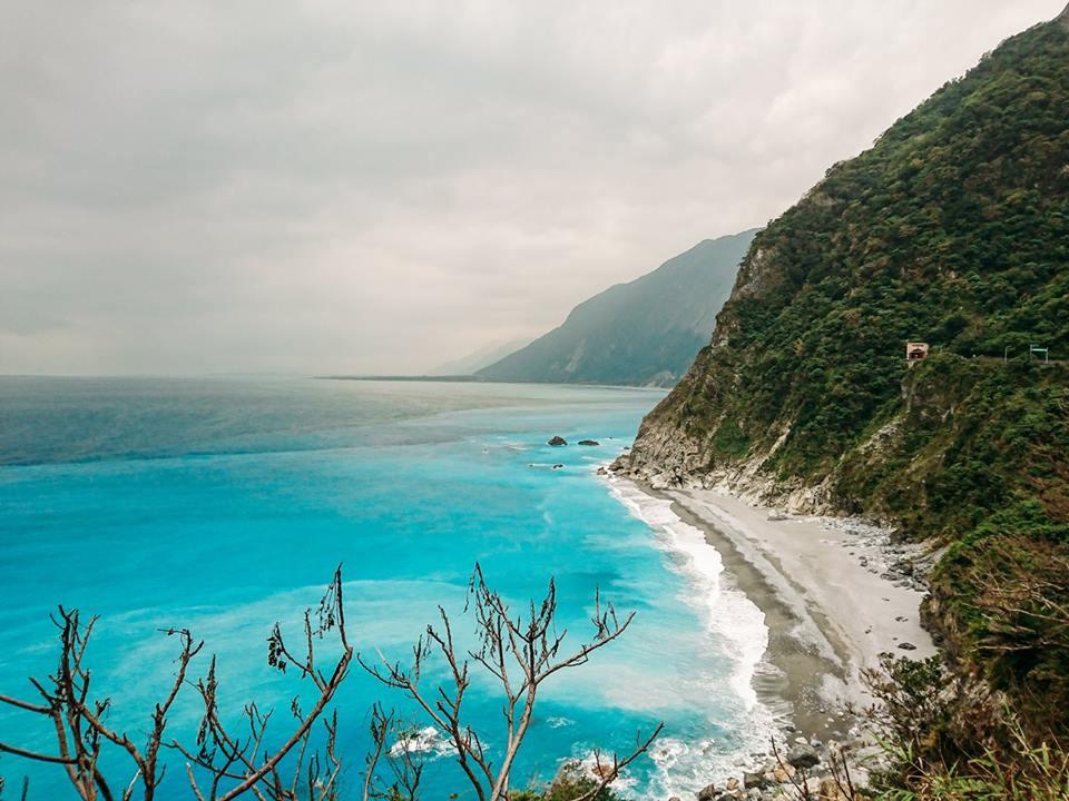 Biển Thái Bình Dương thơ mộng cạnh vách đá Thanh Thủy hùng vĩ