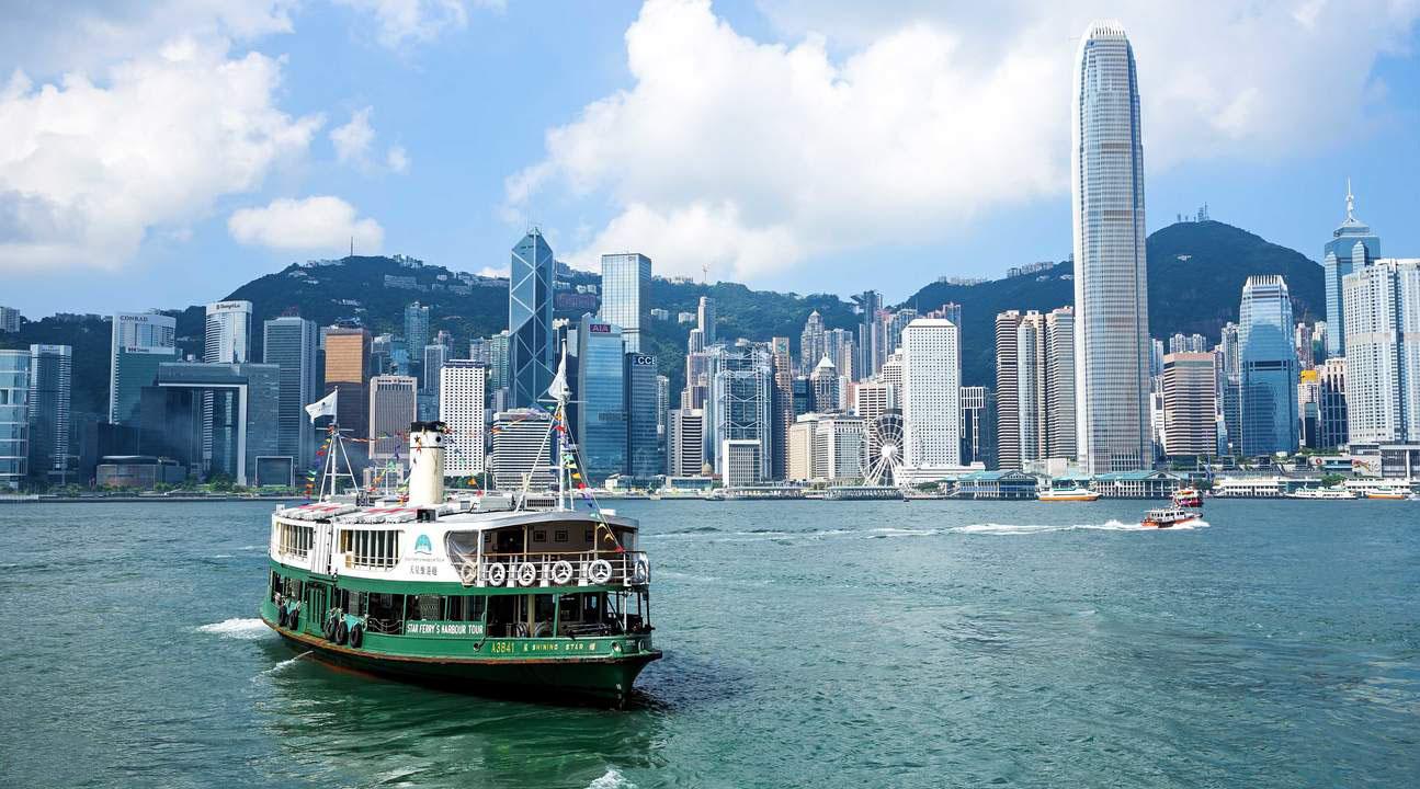 The Star Ferry – Chuyến phà cổ nhất Hong Kong