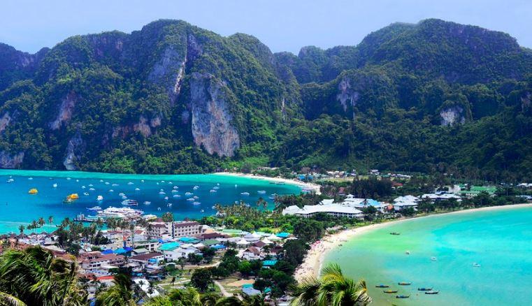Phuket xinh đẹp với biển xanh, cát trắng, nắng vàng