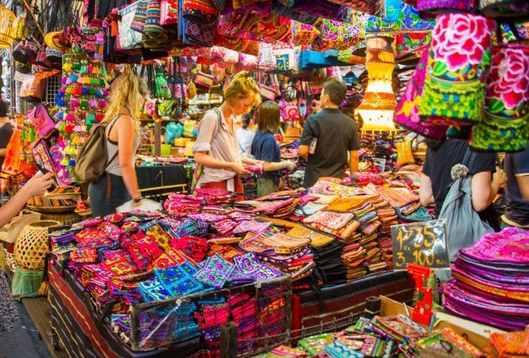 Những món đồ thủ công ở chợ đêm cuối tuần Phuket đều do chính tay người dân địa phương sản xuất