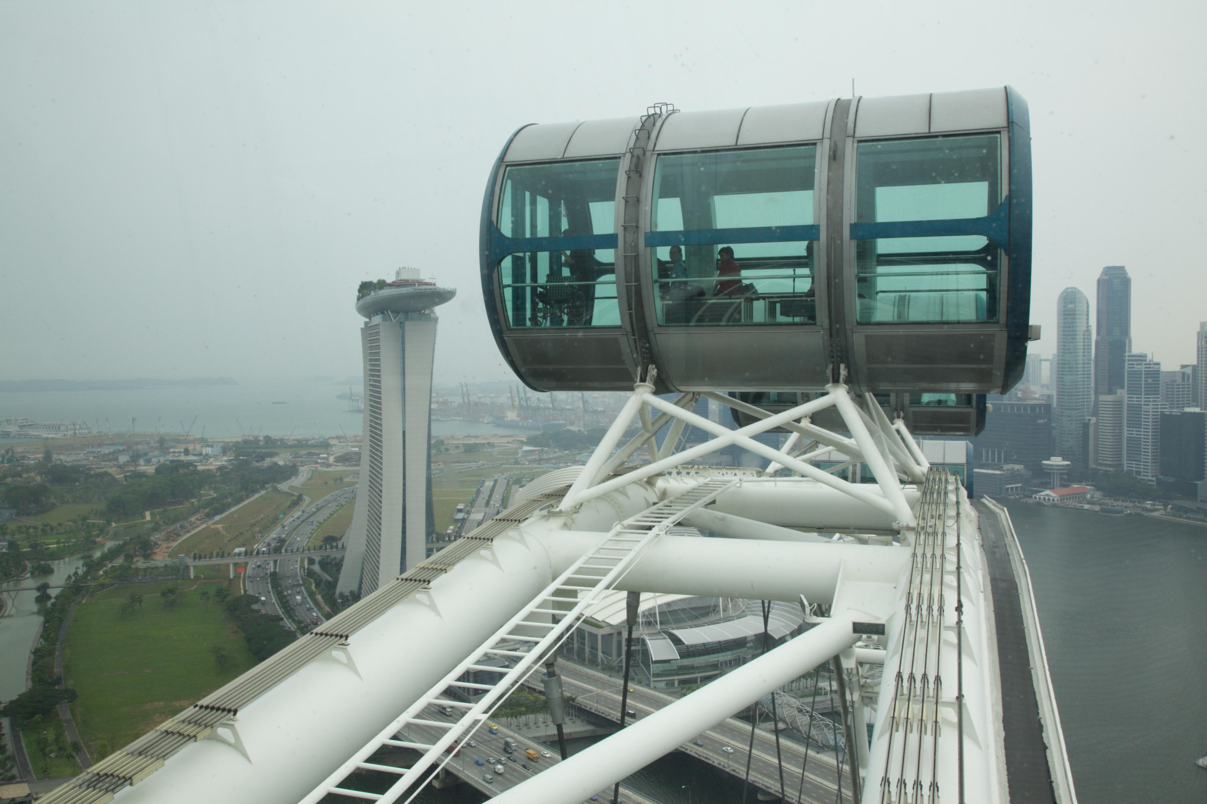 Cabin rộng rãi thoải mái phục vụ các du khách ngắm nhìn Singapore từ trên cao
