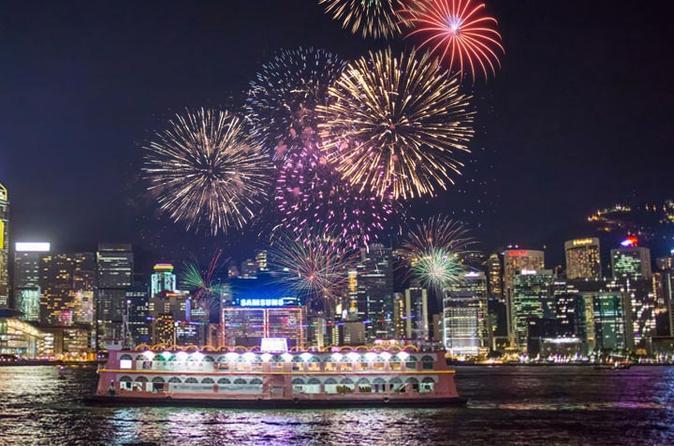 Ngắm nhìn Hong Kong về đêm trên tàu du lịch tại vịnh Victoria Harbour