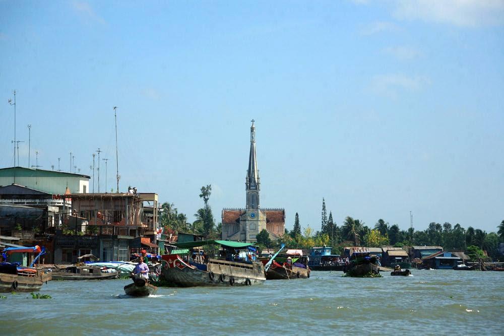 Hình ảnh chùa Cái Bè được nhìn từ xa