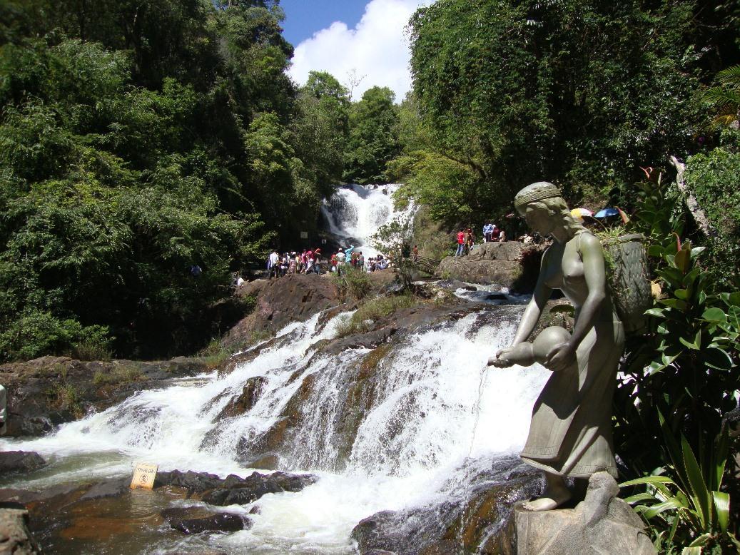 Một góc nhìn về thác Dalanta hùng vĩ