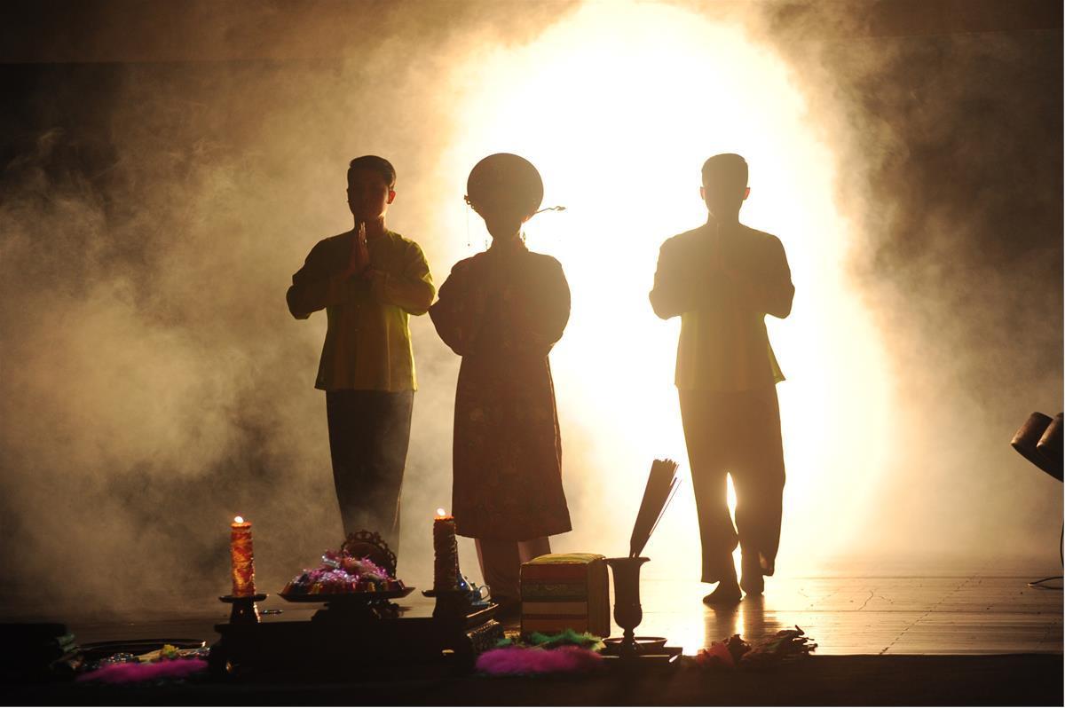 Kỹ xảo âm thanh, ánh sáng hiện đại đưa khán giả lạc vào cõi tâm linh huyền bí
