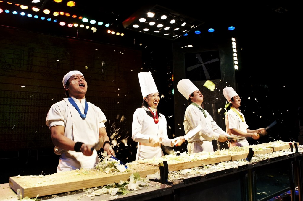 Nhân vật chính của show diễn là 4 đầu bếp và 1 quản lý nhà hàng