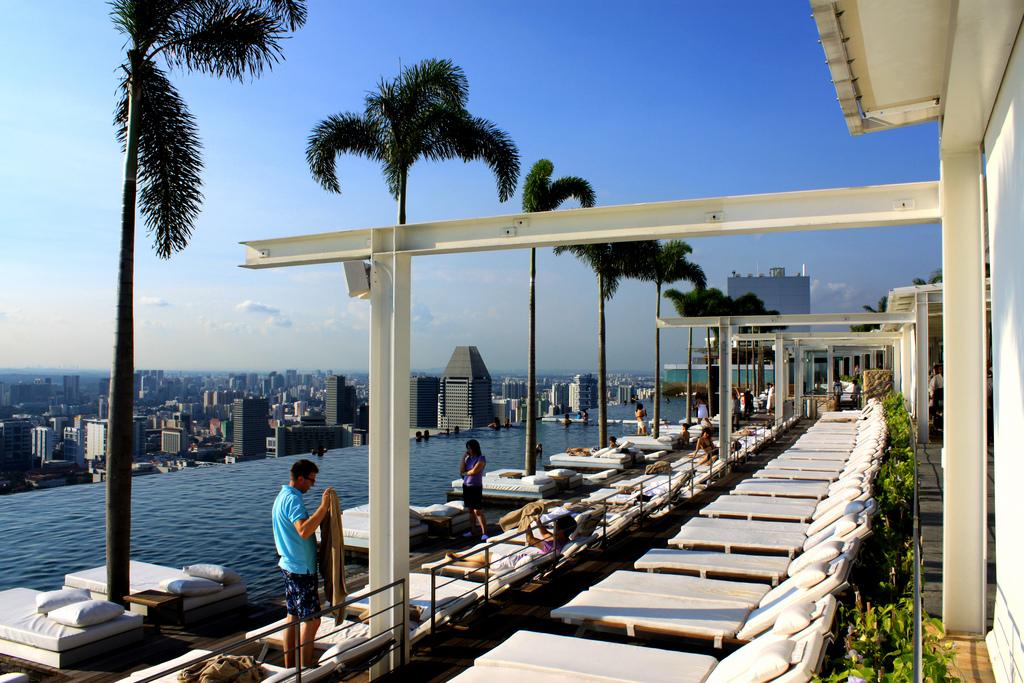 Hồ bơi đẹp mê li tại Marina Bay Sands Skypark