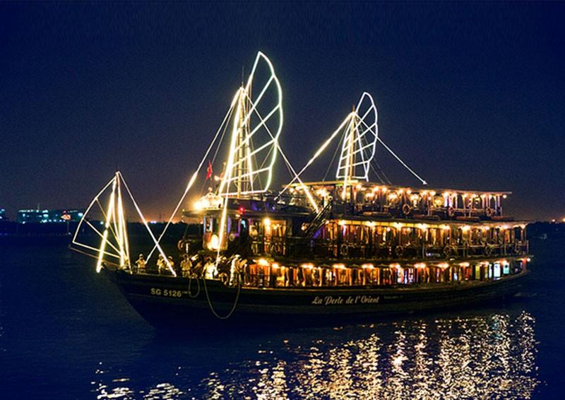 Tàu Đông Dương lung linh trên sông Sài Gòn