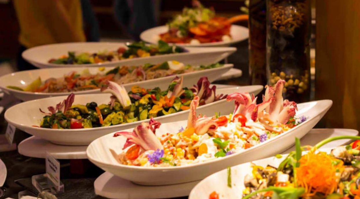 Bữa tối lãng mạn, ngon miệng với thực đơn Á – Âu đa dạng