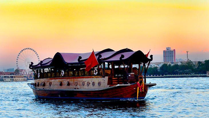 Du thuyền Manohre được lấy cảm hứng từ bè chở gạo của Thái Lan