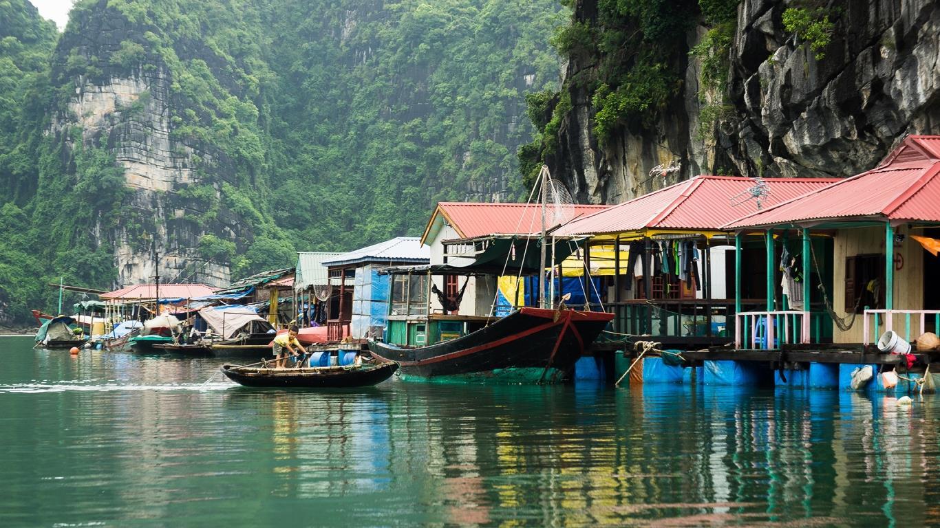 Làng chài Cửa Vạn được xem là làng chài đẹp nhất thế giới!