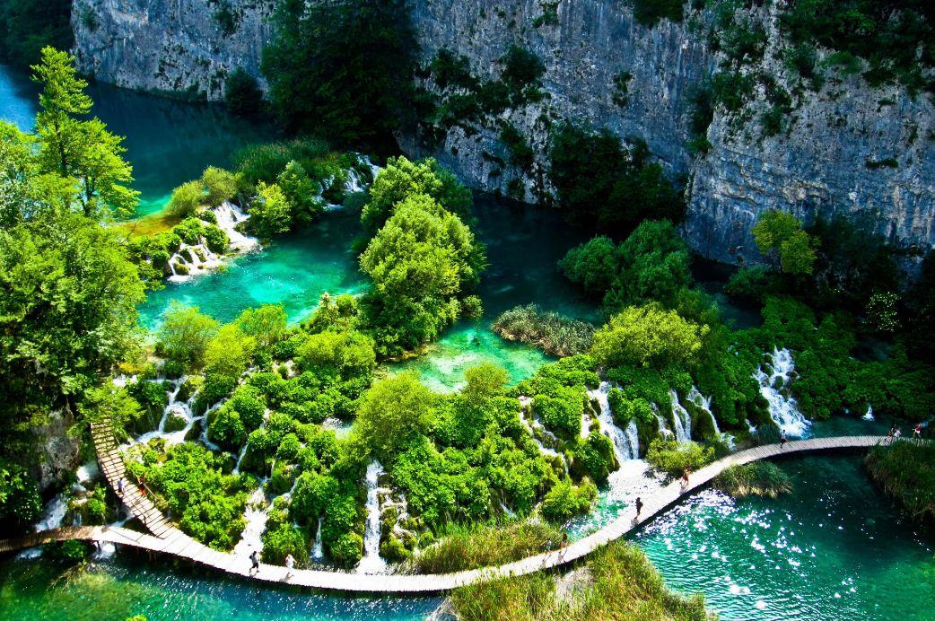 Phong cảnh sơn thủy hữu tình ở vườn quốc gia Bạch Mã