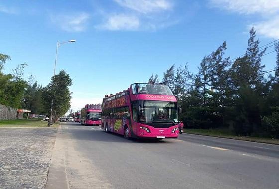 Du khách có thể khám phá bán đảo Sơn Trà bằng xe Coco Bus