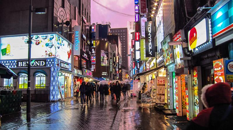 Myeongdong - khu mua sắm sầm uất từ bình dân đến cao cấp