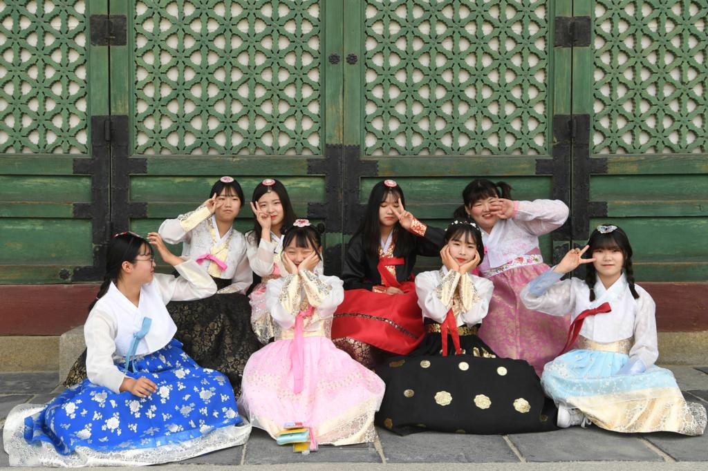 Có nhiều kiểu dáng, mâu mã Hanbok có sẵn