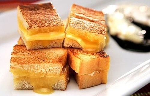 Ngoài Kaya Toast, bạn có thể chọn nhiều món khác như dimsum, cháo ếch… để ăn sáng