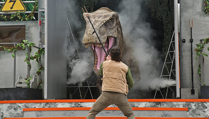 uss-jurassic-world-explore-roar-show-feat-t-rex-2